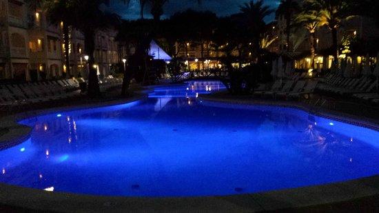 Hotel Viva Bahia : pool/strandområde kvällstid