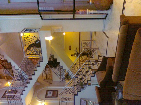 Hotel Royal Palace: Designer Staircase