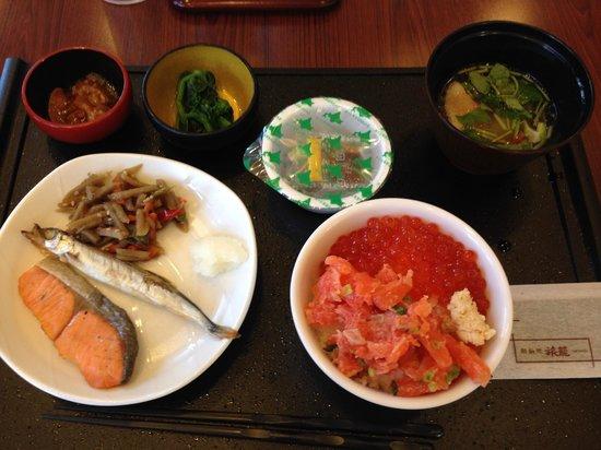 La Vista Kushirogawa: 朝食、かなり豪勢です