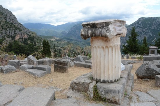Site of the Temple of Apollo, Delphi - Изображение Руины ...: https://www.tripadvisor.ru/LocationPhotoDirectLink-g189408-d523823-i99746593-Delphi_Ruins-Delphi_Phocis_Region_Central_Greece.html