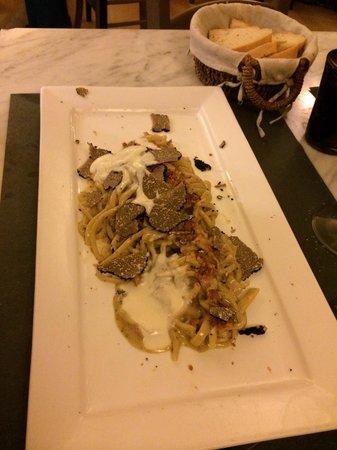 Osteria Piazzetta dell'Erba: Carbonara con tartufo e crema di pecorino