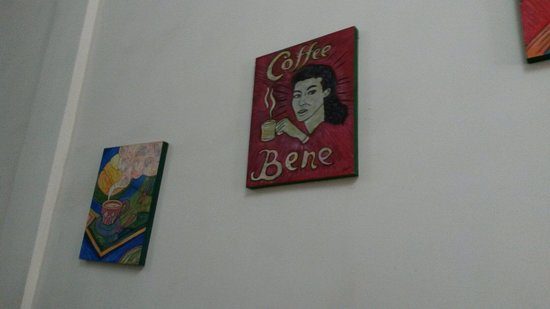 Bene Lane Cafe: Paintings on the wall