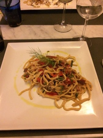 Osteria Piazzetta dell'Erba: Strangozzi fatti a mano con pomodorino pancetta ed asparagi di bosco