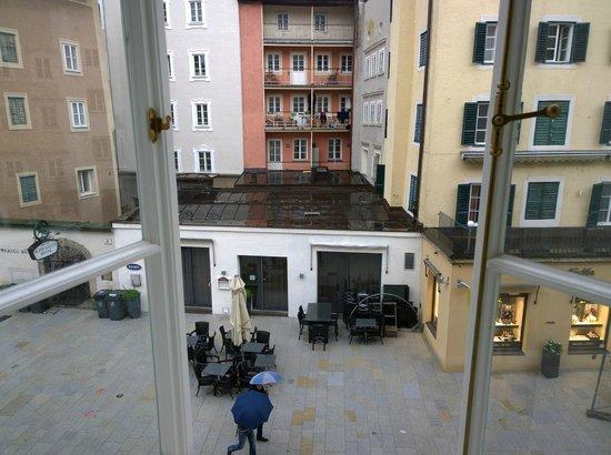 Star Inn Hotel Salzburg Gablerbrau: View into the square