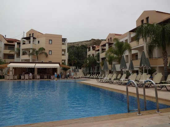 Creta Palm: The smaller pool