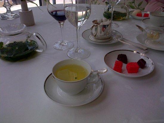 Gordon Ramsay au Trianon: Tisane et gourmandises
