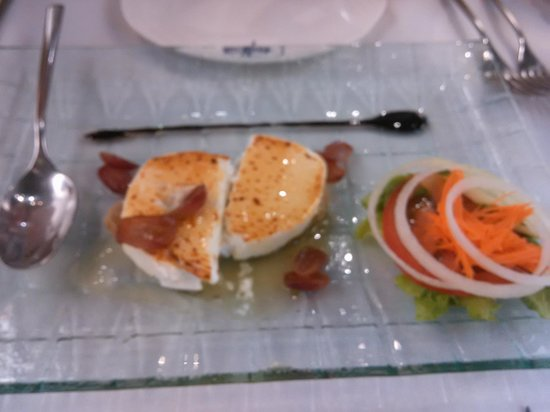Antonio Restaurant: обжаренный козий сыр с медом