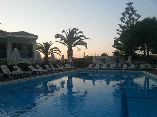 Contessa Hotel : The pool =)