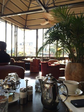 Royal Emeraude Dinard - MGallery Collection : Petit déjeuner sous la verrière