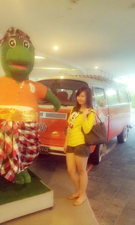 """HARRIS Hotel & Residences Riverview Kuta: with """"Dino"""""""