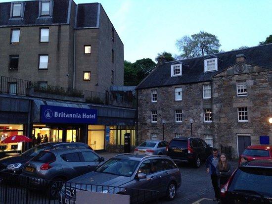Britannia Edinburgh Hotel: Hotel forecourt
