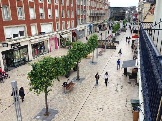 BEST WESTERN Grand Hotel de Univers : Hotel is in a pedestrian street