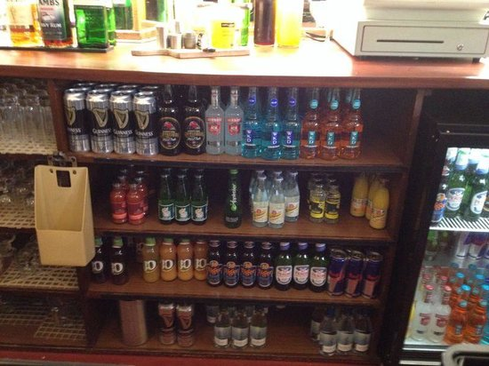 Chase Hotel: Well stocked bar!