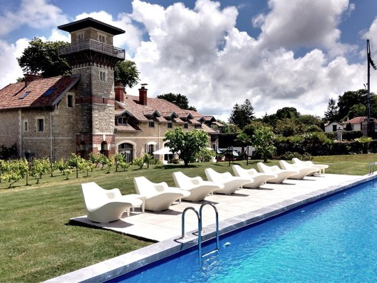 Le Beaumanoir : View from the pool