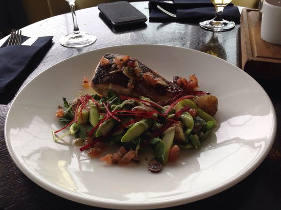 Oxo Tower Restaurant, Bar and Brasserie: My fabulous salmon from the express lunch menu ... Really tasty