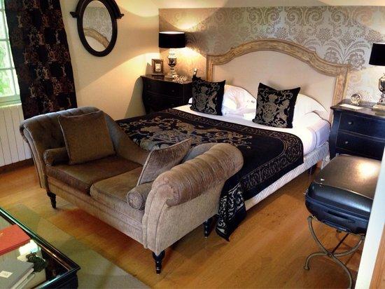 Le Beaumanoir: Our beautiful room