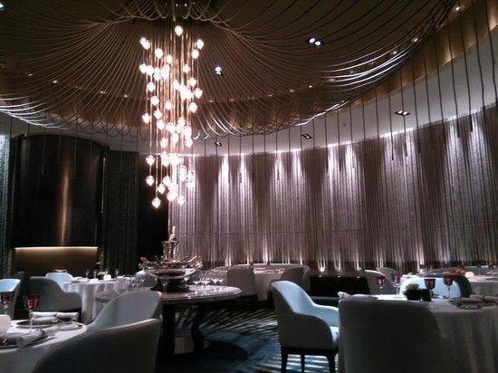 The Tasting Room: в центре зала