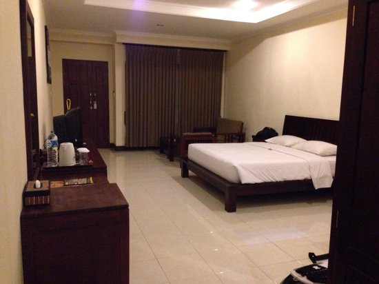 กูสุม่ารีสอร์ท: Huge deluxe room