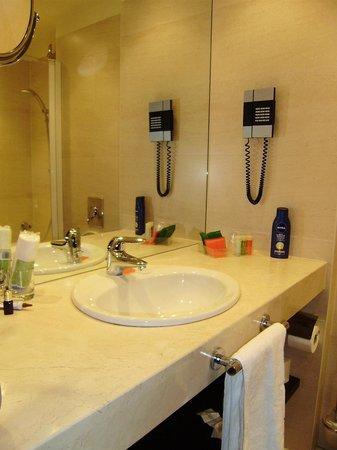 NH Amsterdam Centre : Baño habitación individual