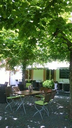 Klosterschenke: Gartenterrasse mit Moselblick