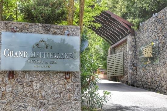 SENSIMAR Grand Mediterraneo Resort & Spa by Atlantica: Entrance to the Hotel