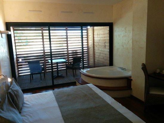 Clarion Suites Narbonne Ile Du Gua : vue chambre