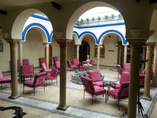 TRYP Sevilla Macarena : The  courtyard at the lobby area