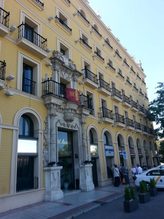 TRYP Sevilla Macarena : Exterior of the hotel