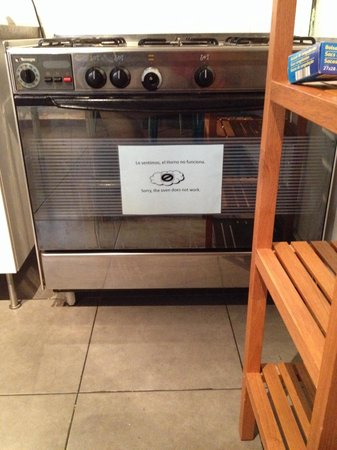 Barbieri Sol Hostel: Oven doesn't work, not being fixed either.