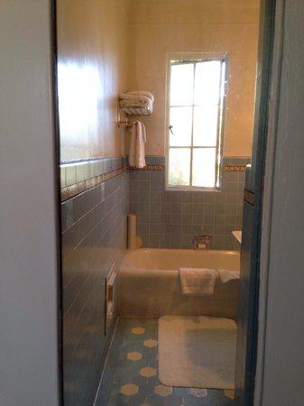 Chateau Marmont: Standard room bathroom