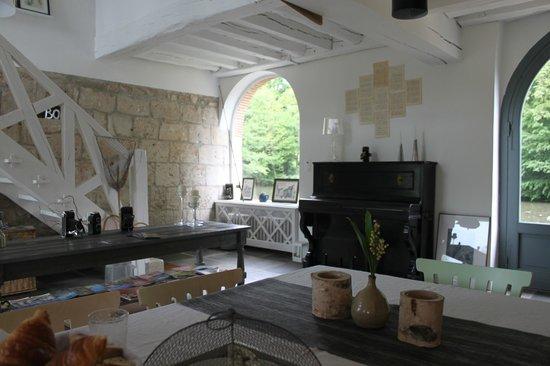 Moulin St Julien : Communal breakfast area