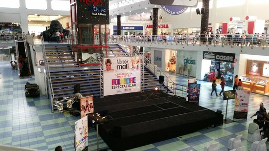 Albrook Mall: Free entertainment