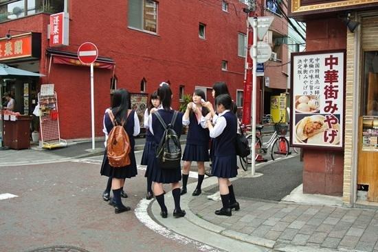 Yokohama Chinatown: Japanese schoolgirls in Chinatown.