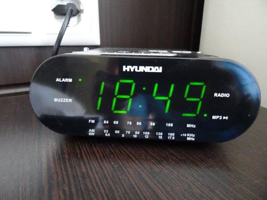 Baltiya Hotel: Часы, пришлось выключить, т.к. будильник срабатывал в 12 ночи, и не хотел перестраиваться.