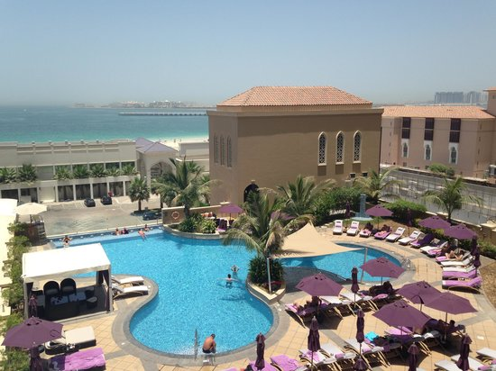Mövenpick Hotel Jumeirah Beach: View from our room on the 4th floor
