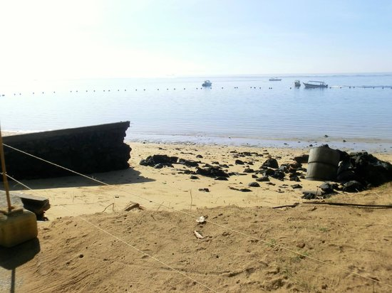 Novotel Bali Benoa: Schäden am Strand (bei abnehmendem Wasser) nach dem Unwetter Mitte Mai 2014