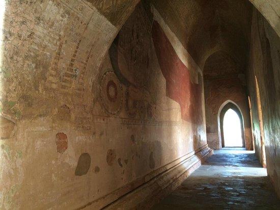 Temples de Bagan : In a Bagan temple