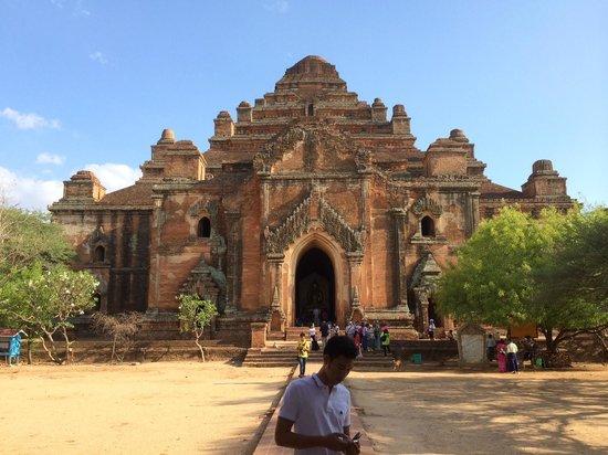 Temples de Bagan : One of the Biggest ancient temple in Bagan.