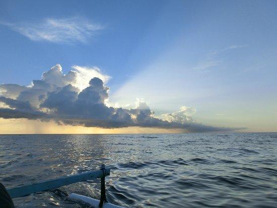 Cili Emas Oceanside Resort: Ausflug: Sonnenaufgang mit Fischerboot