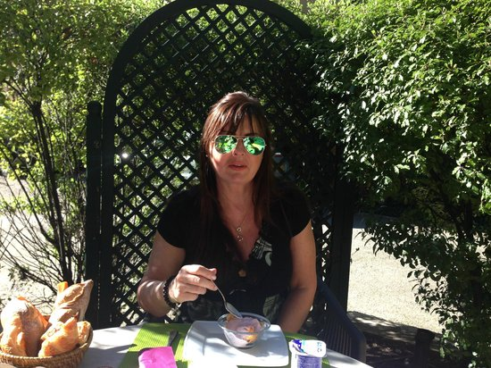 Hotel du Parc: Breakfast outside