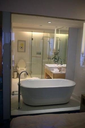 Renaissance Shanghai Yu Garden Hotel: Badezimmer