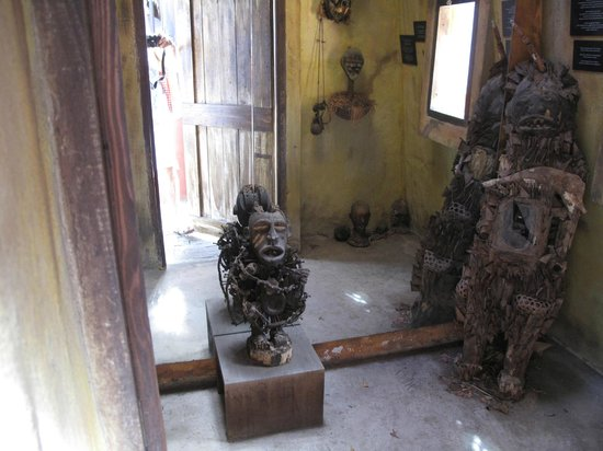 Kura Hulanda Museum: inside the building