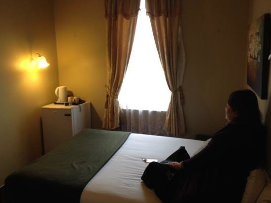 Anchorage Seafront Hotel: tiny room