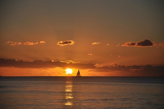 Pereybere Hotel & Spa: Perfect sunsets at Pereybere Beach
