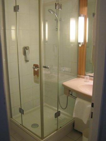 Ibis Lyon Centre Perrache: Shower