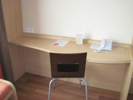 Ibis Lyon Centre Perrache: Table