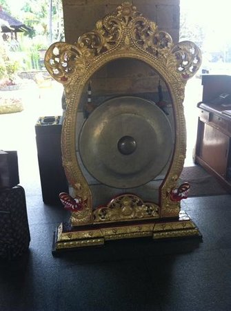 INTERCONTINENTAL Bali Resort: announcing arrival with a gong. classy.