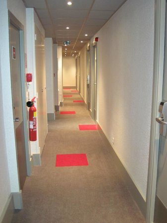 Ibis Lyon Centre Perrache: Passage outside rooms