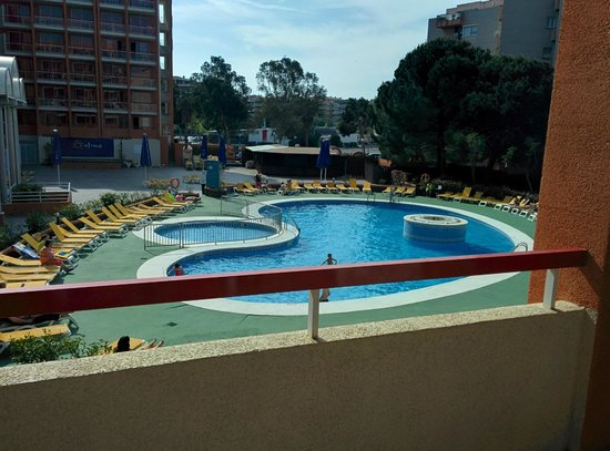 Ohtels Belvedere : View of pool from our room on first floor
