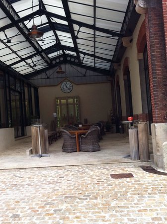 Hotel Castel Jeanson: Pretty courtyard